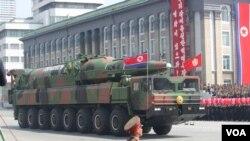 2012년 4월 북한 김일성 주석 100회 생일기념 열병식에 등장한 장거리 탄도 미사일.