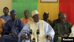 Mali's Prime Minister Cheick Modibo Diarra (C), a former NASA astrophysicist, speaks during a meeting with political figures from northern Mali in Bamako, August 10, 2012. The meeting was held as the start of dialogue and negotiations with the Islamists i