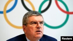 Le président du comité international olympic (CIO) Thomas Bach tient une confénce de presse après le sommet olympic sur le dopage à Lausanne, Suisse, le 21 juin 2016.