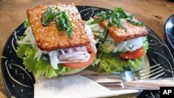 Bánh mì 'thit băm' chay (Hamburger chay)