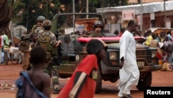 Patrouille de soldats de l'opération Sangaris à Bangui, Dec. 13, 2013.