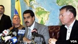En ausencia de Chávez, el canciller Maduro, ha emergido como portavoz del gobierno, como en el caso del apoyo a Argentina.