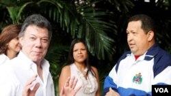 """El presidente Santos, dijo que encontró a Chávez """"alegre, lo encontramos en buen ánimo""""."""
