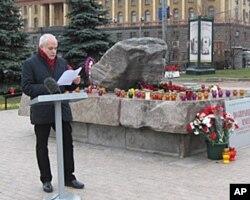 前克格勃总部大楼前,宣读政治迫害遇难者姓名