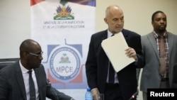Un responsable d'Oxfam a rencontré Aviol Fleurant, ministre haïtien de la Planification, à Port-au-Prince, le 22 février 2018