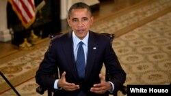 Presiden Obama mengimbau Kongres agar mengganti pengurangan anggaran otomatis dalam pidato mingguan hari Sabtu 27/4 (foto: dok).