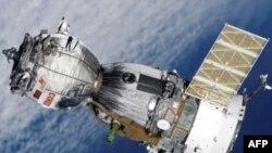 Soyuz kapsulu Qazaxıstanda uğurla yerə enib