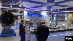 2013年8月莫斯科航展上乌克兰西奇发动机公司展台。( 美国之音白桦拍摄)