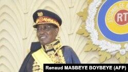 Président Idriss Deby Itno na milulu mya bopesi ye pete ya maréchal na N'Djamena, Tchad, aout 2020.