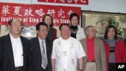 台湾前立法委员朱高正(前排中)在洛杉矶演讲