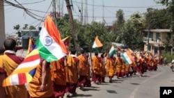 印度格尔登寺分寺喇嘛向新德里游行