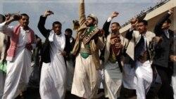 معترضان یمنی در مراسم عید فطر در صنعا به اعتراض خود علیه صالح ادامه می دهند. (رقص خنجر به مناسبت عید فطر) ۳۰ ۱وت ۲۰۱۱