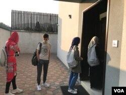 Pred početak nastave učenicima se mjeri temperatura, Medresa 'Reis Ibrahim-ef. Maglajlić', Banjaluka
