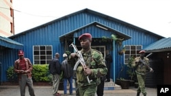 Kenyan police officers secure the site of a grenade attack in Nairobi on April 29, 2012 (file photo).