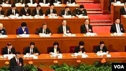 2017年3月5日,中國總理李克強在人大開幕會議作政府工作報告。(美國之音葉兵拍攝)
