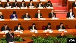 2017年3月5日,中国总理李克强在人大开幕会议作政府工作报告(美国之音叶兵拍摄)
