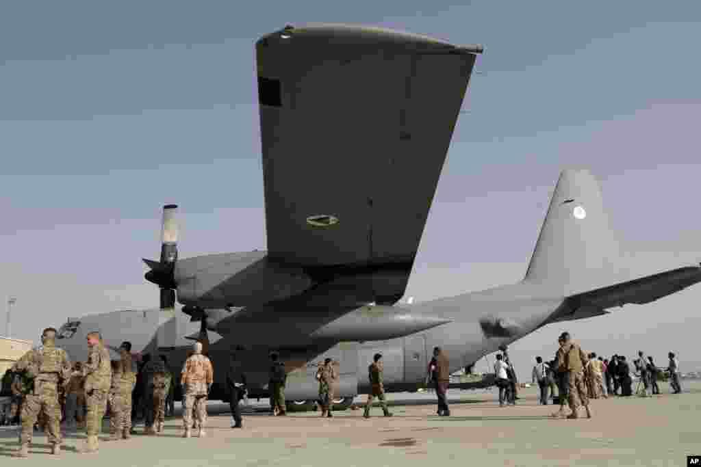 با این حال، برخی آگاهان امور نظامی باور دارند که نیروی هوایی افغانستان، تا ایستاد شدن بر سر پای خود و برآورده کردن نیازمندی افغانستان، احتمالا تا سالها به امریکا وابسته باشد.