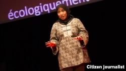Aktivis lingkungan hidup Nana Firman Berbicara di acara TEDx di Nantes, Perancis (Januari 2013).