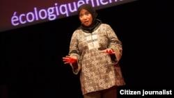 Nana Firman berbicara di acara TEDx di Nantes, Perancis (Januari 2013). Profil Nana, perempuan muslim asal Indonesia yang kini bermukim di AS tampil di dalam Majalah Azizah, majalah perempuan Muslim yang beredar di AS.