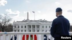 صدر بائیڈن نے عہدہ سنبھالنے کے بعد پہلے ہی روز 17 ایگزیکٹو آرڈرز جاری کیے ہیں۔