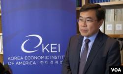 韩国国际经济政策学会主席李一衡(美国之音莫非拍摄)