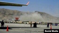 Xảy ra vụ nổ bên ngoài sân bay Kabul, 26/8/2021.