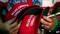 Pristalice Donalda Trampa na skupu u Kaliforniji
