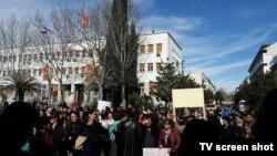 Protest majki ispred Skupštine Crne Gore