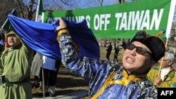 Những người biểu tình xuống đường trong thủ đô Washington của Hoa Kỳ phản đối chính sách của Trung Quốc ở Nội Mông