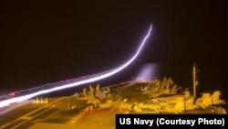 美國喬治華盛頓號核動力航空母艦2014年9月20日夜間戰鬥機起飛情形。