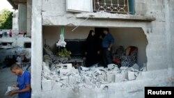 目擊者說,以色列空襲摧毀加沙北部一個難民營的房屋