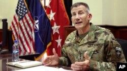 Komandan pasukan AS dan NATO di Afghanistan, Jenderal John Nicholson memberikan keterangan di Kabul (foto: dok).