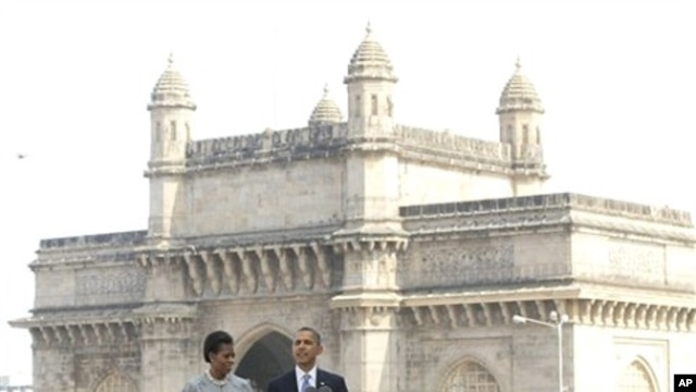 U.S. President Barack Obama and first lady Michelle Obama make a statement after their visit the memorial for the Nov. 26, 2008 terror attack victims at the Taj Mahal Palace and Tower Hotel in Mumbai, 06 Nov 2010