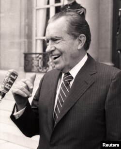 Richard Nikson impichment bilan yuzlashgan va 1974-yilda o'z xohishi bilan prezidentlikdan ketgan