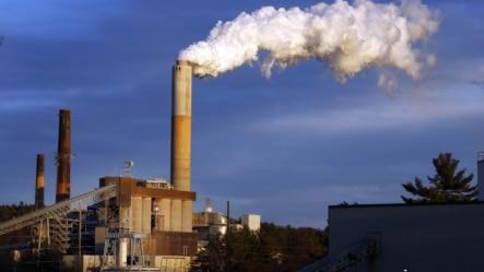 美国新罕布什尔州的一个火力发电站 (资料照片)