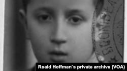 Роальд Гоффман у 1944-му році. Фото з родинного архіву.