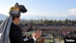 عمران خان نے جمعے کو سرحدی علاقے خیبر میں جلسے سے خطاب کیا تھا۔