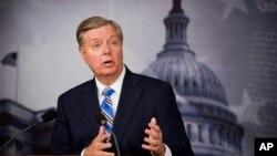 Senator Lindsey Graham mengritik kebijakan Presiden Obama dalam melawan jaringan teroris (foto: dok).