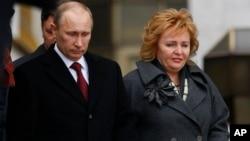 俄羅斯總統普京和他的妻子柳德米拉。(2012年3月4日資料照片)
