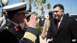 Fayez al-Sarraj (kanan), PM pemerintah persatuan Libya (GNA) tiba di Tripoli (30/3).