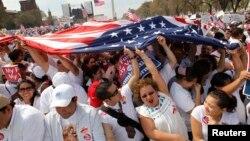 Las organizaciones hispanas planean una multitudinaria marcha en Washington para este próximo 10 de abril, con el objetivo de presionar al Congreso por una reforma migratoria.