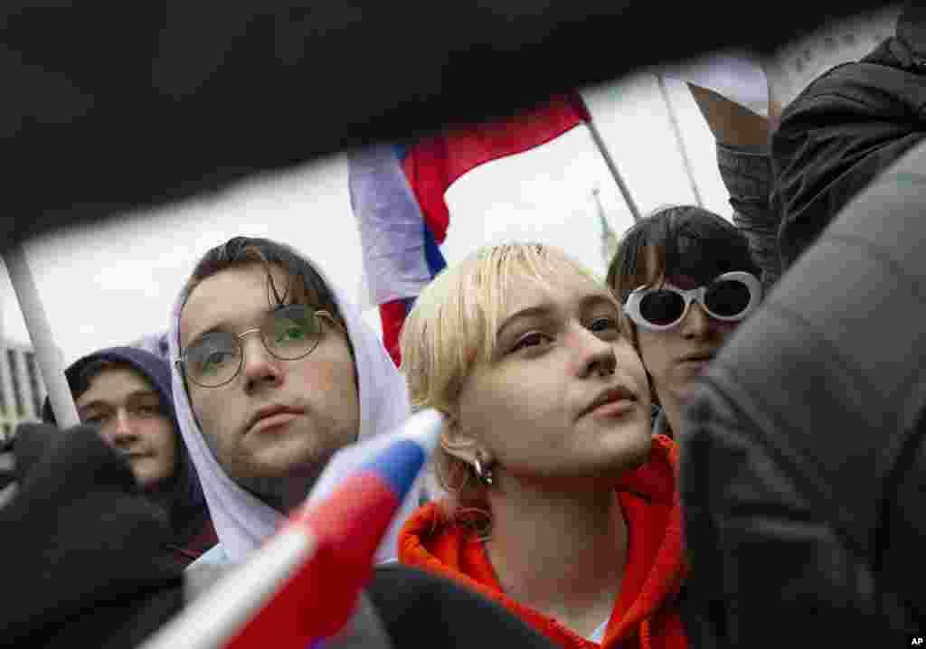 حضور گسترده جوانان در تظاهرات مسکو؛ شرکت کنندگان در تظاهرات به رد صلاحیت نامزدهای مخالف و مستقل در انتخابات پارلمان محلی مسکو اعتراض دارند.
