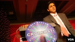 El actor de Bollywood, Shahrukh Khan, dirigió el programa de televisión indio cuando el premio mayor era casi el medio millón de dólares.