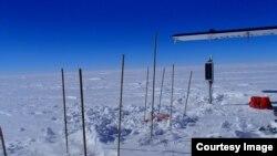 Una de las plantas de investigación sísmicas fue instalada en la estación de campo McMurdod. (Foto: Paul Carpenter)