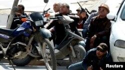 Lực lượng cảnh sát Tunisia có mặt bên ngoài Viện bảo tàng Quốc gia Bardo gần Quốc hội ở Tunis, ngày 18/3/2015.