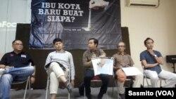 Perwakilan koalisi LSM lingkungan saat menggelar konferensi pers tentang kajian calon ibu kota negara, di Jakarta, Selasa, 17 Desember 2019. (Foto: VOA/Sasmito)