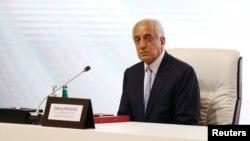 Zalmay Khalilzad, utusan khusus Amerika untuk perdamaian Afghanistan, saat menghadiri pembicaraan antara pemerintah Afghanistan dan pemberontak Taliban di Doha, Qatar, 13 September 2020.