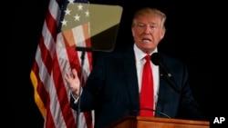 El candidato presidencial republicano, Donald Trump, dice que los votantes tienen que controlar los sitios de votación.