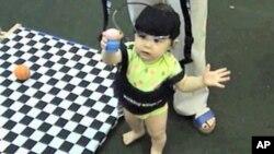 Нови истражувања откриваат што гледаат новороденчињата