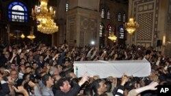 Đám tang của giáo sĩ thân chính phủ Mohammad al-Buti bị thiệt mạng trong một vụ tấn công tự sát trong một đền thờ Hồi giáo